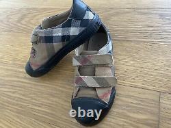 Burberry Boys Girls Black Nova Sneakers Shoes Size 35 4