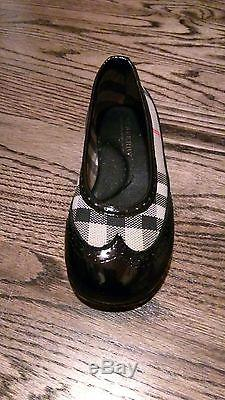 Burberry Girls patent leather with beige plaid trim Kids Shoes Size 25