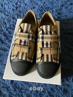 Burberry Shoes kids Sz 35 US Sz 3