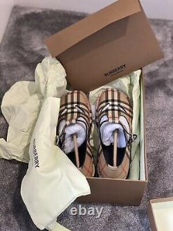 Girls Burberry Vintage Check Leather Mary Jane Shoes Size 35 Worn Once